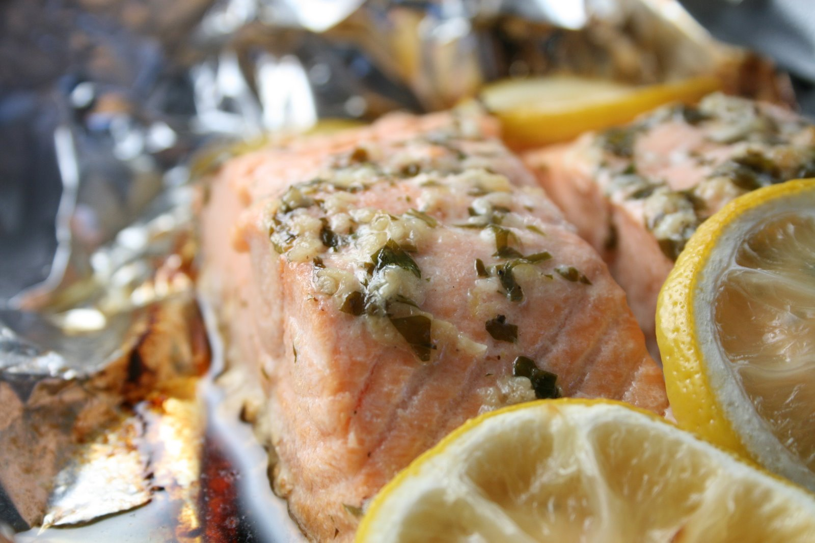 Aluminum foil grilling salmon in aluminum foil for Grill fish in foil
